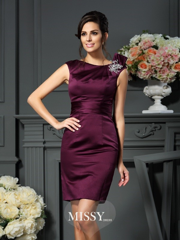 Sheath/Column Satin Scoop Knee-Length Beading Dresses