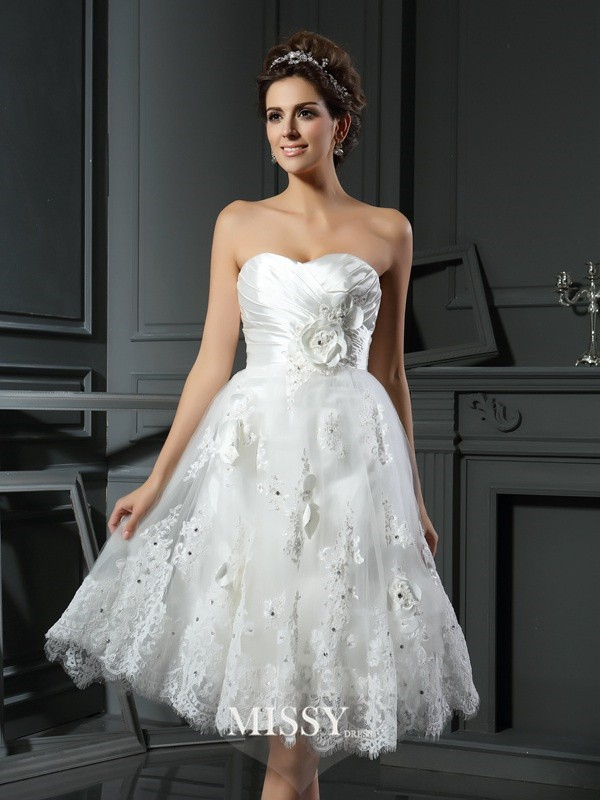 A-Line/Princess Sweetheart Satin Tea-Length Ruched Wedding Dresses