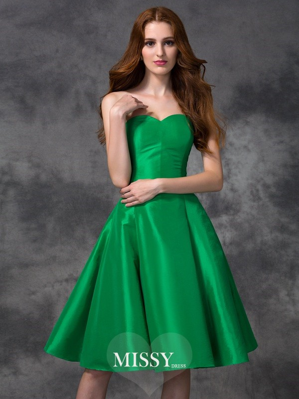 A-line/Princess Sweetheart Knee-length Taffeta Bridesmaid Dresses