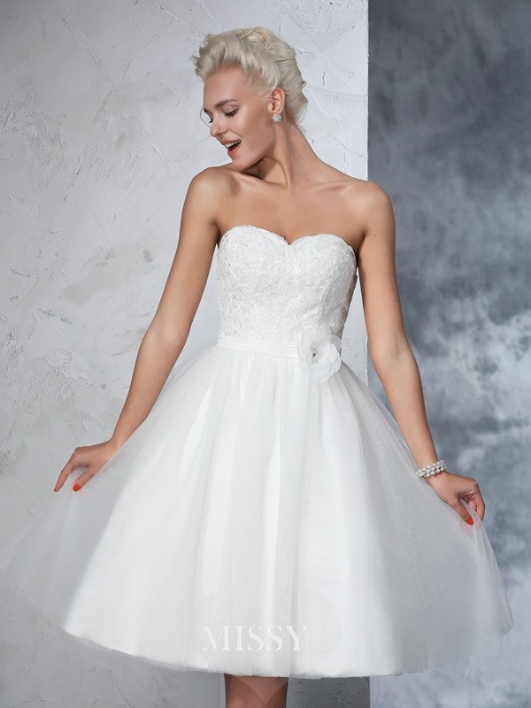 A-Line/Princess Sleeveless Sweetheart Net Knee-Length Hand-made Flower Bridal Wedding Dresses