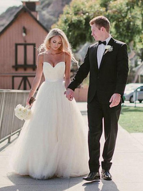 Ball Gown Sweetheart Tulle Sleeveless Sweep/Brush Train Wedding Dresses
