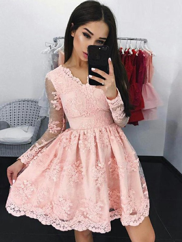 A-Line/Princess V-neck Short/Mini Applique Lace Dresses