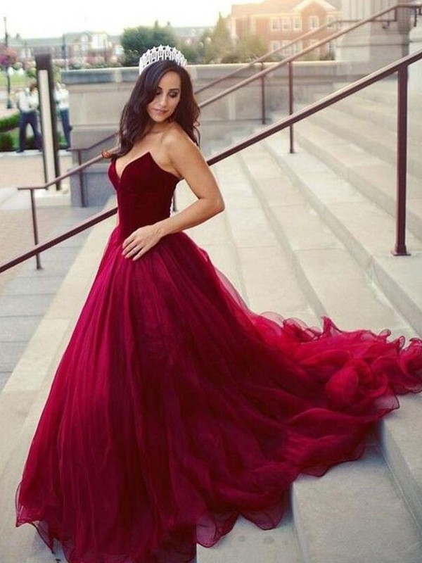 Ball Gown Sweetheart Court Train Tulle Dresses