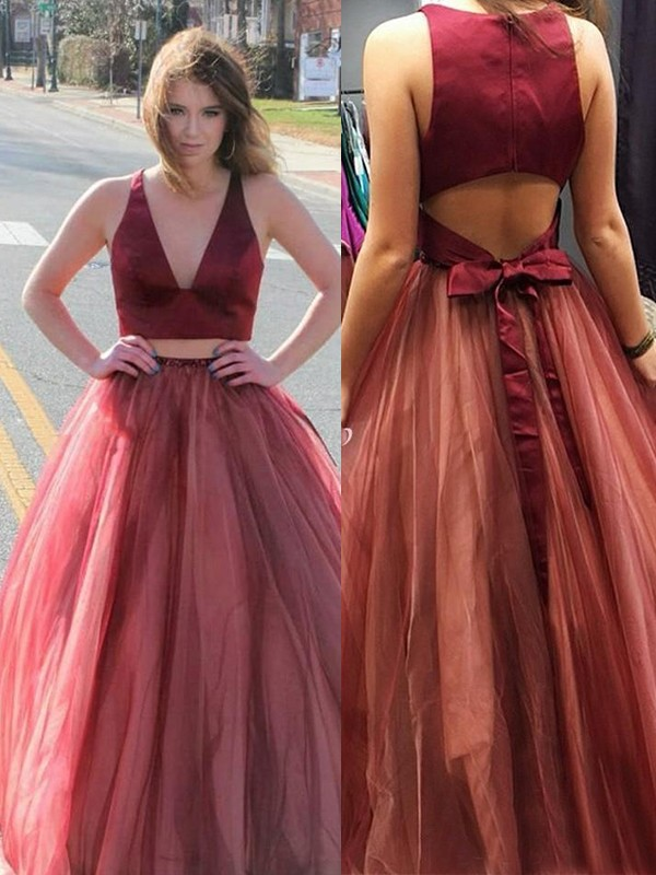 A-Line/Princess V-neck Sweep/Brush Train Ruffles Tulle Dresses