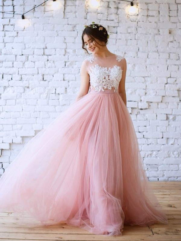 A-Line/Princess Bateau Sweep/Brush Train Applique Tulle Dresses