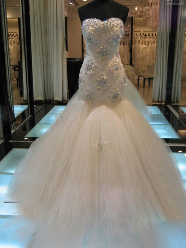 Trumpet/Mermaid Sleeveless Sweetheart Chapel Train Tulle Wedding Dresses With Beading