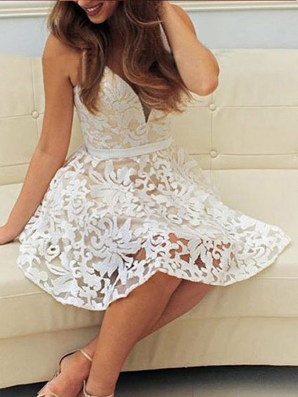 A-Line/Princess V-neck Short/Mini Lace Dresses