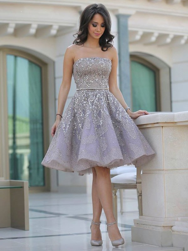 A-Line/Princess Strapless Sleeveless Sequin Knee-Length Lace Dress With Sequin