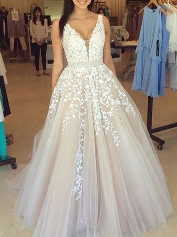 A-Line/Princess V-Neck Sleeveless Tulle Sweep/Brush Train Dresses With Appliques