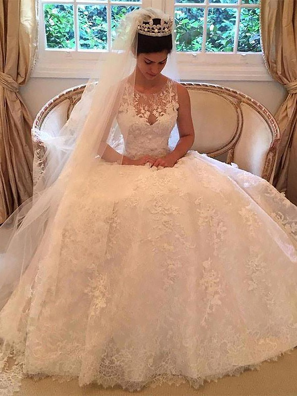 A-Line/Princess Lace Court Train Scoop Applique Sleeveless Wedding Dresses