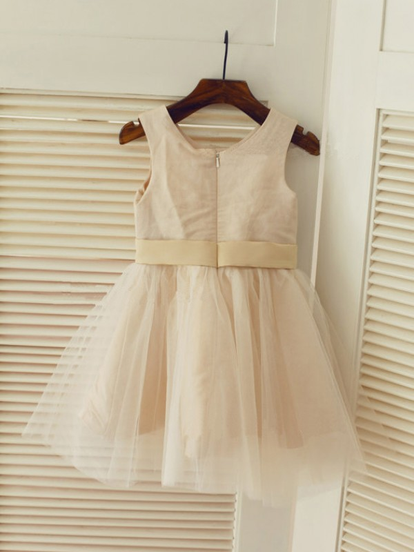 A-line Scoop Sleeveless Sash/Ribbon/Belt Tea-Length Tulle Dresses