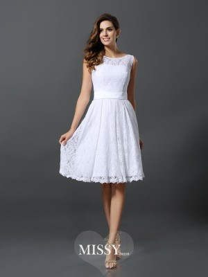 A-Line/Princess Sleeveless Scoop Knee-Length Lace Bridesmaid Dress