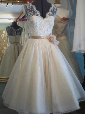 A-Line/Princess V-neck Knee-Length Sash/Ribbon/Belt Tulle Wedding Dresses