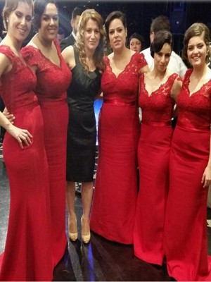 Red A-Line/Princess V-neck Sleeveless Long Satin Bridesmaid Dress With Lace
