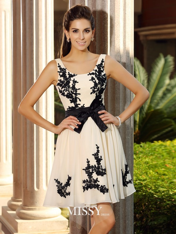 A-Line/Princess Sleeveless Square Chiffon Applique Short/Mini Gowns