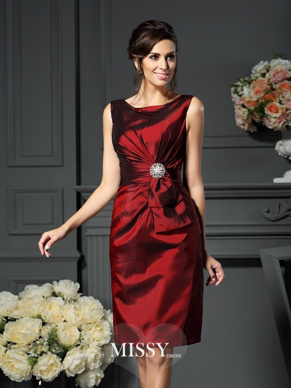 Sheath/Column Scoop Sleeveless Knee-Length Pleats Taffeta Mother of the Bride Gowns
