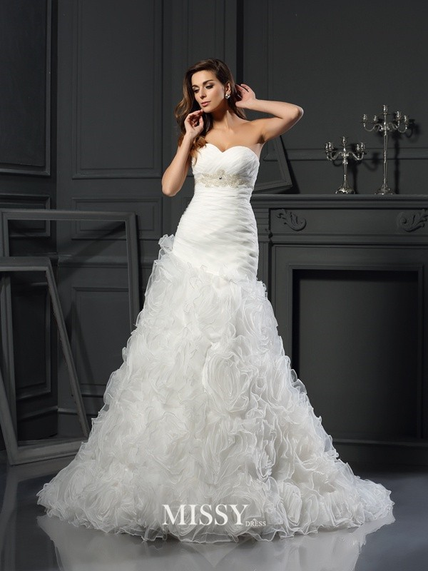 A-Line/Princess Sweetheart Organza Chapel Train Beading Wedding Dresses