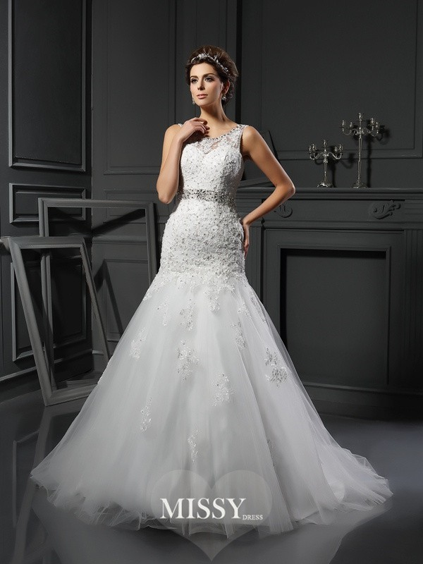 Sheath/Column Scoop Applique Net Court Train Wedding Dresses