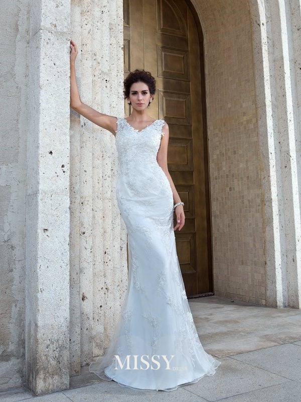 Trumpet/Mermaid V-neck Sleeveless Sweep/Brush Train Net Applique Wedding Dress