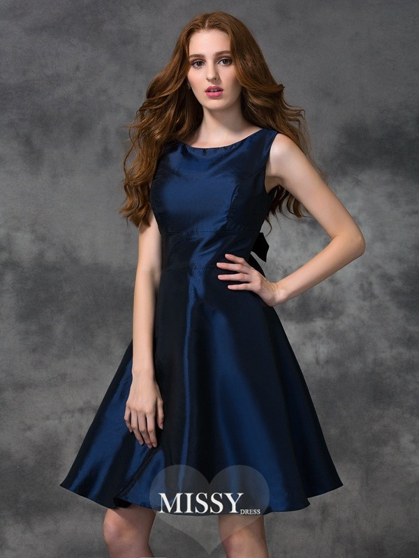 A-line/Princess Scoop Knee-length Taffeta Bridesmaid Dresses
