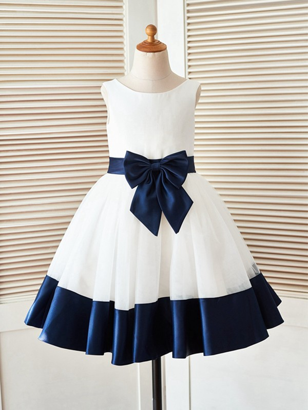 A-Line/Princess Scoop Knee-Length Bowknot Satin Flower Girl Dresses
