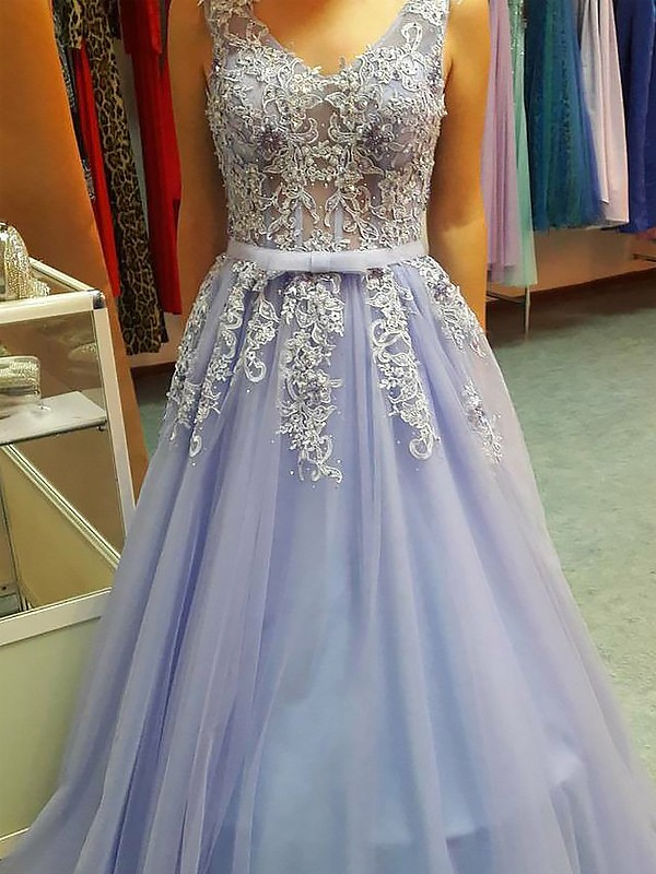 A-Line/Princess V-neck Floor-Length Applique Tulle Dresses