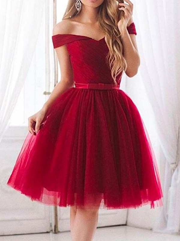 A-Line/Princess Off-the-Shoulder Knee-Length Ruffles Tulle Dresses
