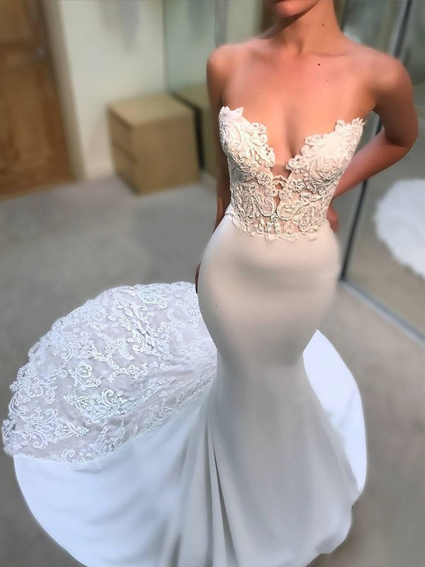 Trumpet/Mermaid V-neck Court Train Lace Tulle Wedding Dresses