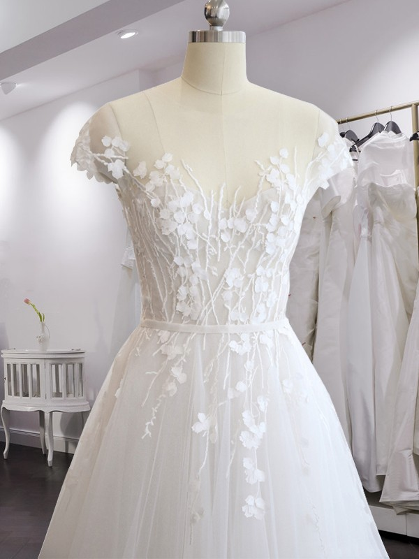 A-Line/Princess V-neck Court Train Chiffon Wedding Dresses