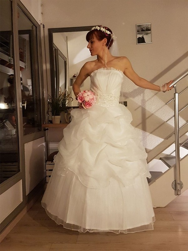 Ball Gown Strapless Floor-Length Ruffles Tulle Wedding Dresses