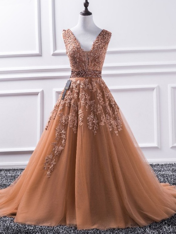A-Line/Princess V-neck Sweep/Brush Train Applique Tulle Dresses