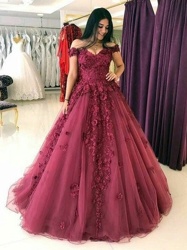 Ball Gown Off-the-Shoulder Sweep/Brush Train Applique Tulle Dresses