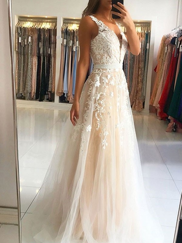 A-Line/Princess V-neck Sleeveless Sweep/Brush Train Tulle Dresses