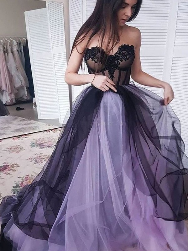 A-Line/Princess Strapless Court Train Applique Tulle Dresses