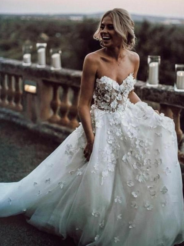 A-Line/Princess Sweetheart Court Train Applique Tulle Wedding Dresses
