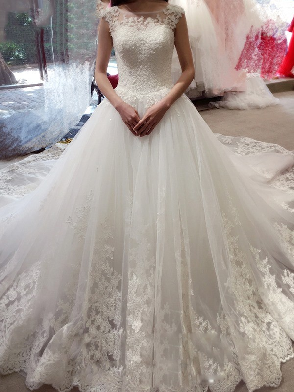 Ball Gown Sleeveless Bateau Court Train Tulle Wedding Dresses With Applique