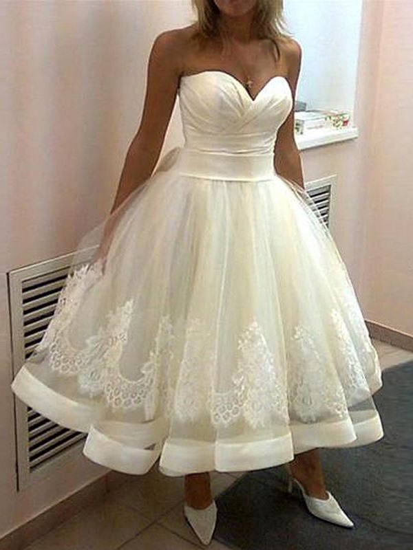 Ball Gown Sweetheart Tulle Sleeveless Tea-Length Wedding Dresses With Applique