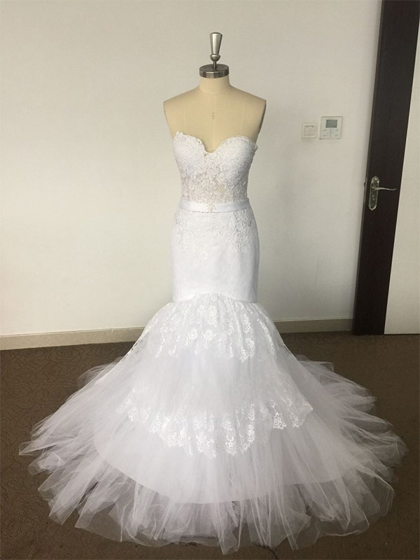 Trumpet/Mermaid Sweetheart Court Train Lace Tulle Sleeveless Wedding Dresses