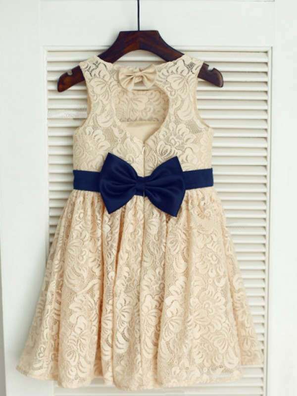 A-line/Princess Scoop Bowknot Tea-Length Lace Dresses