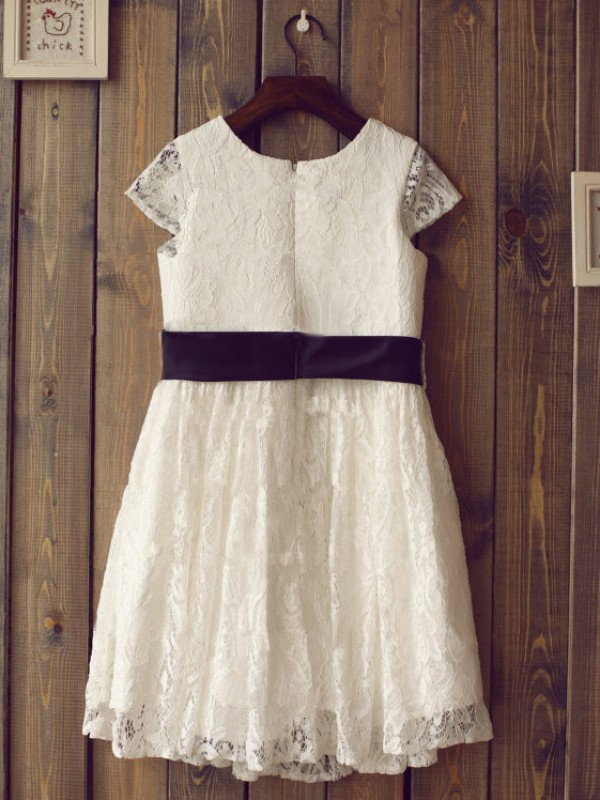 A-line/Princess Scoop Short Sleeves Tea-Length Lace Dresses